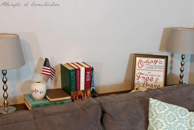 Sofa table Patriotic vignette